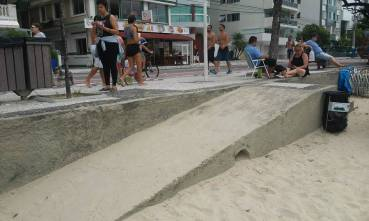 Rampa de acesso na orla da Praia Central. | Foto: Thiago Júlio
