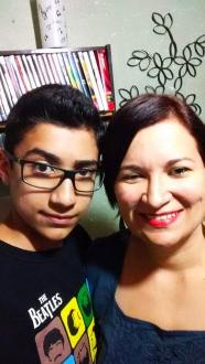 Karem e seu filho.