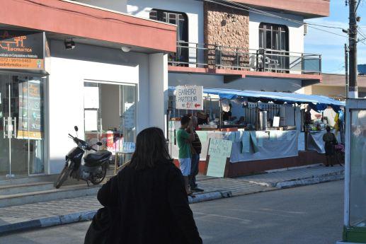 Comércio norteia Gideões em Camboriú. | Foto: Schaline Maísa Rudnitzki.