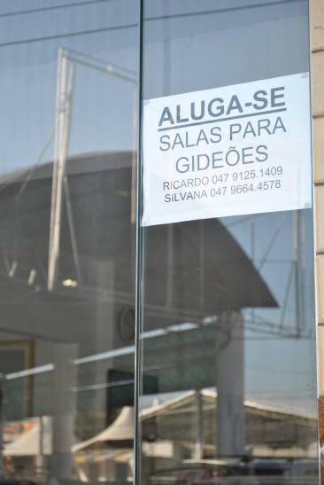Camboriuenses cedem espaço à comerciantes do Gideões. | Foto: Schaline Maísa Rudnitzki.