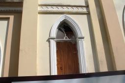 Igrejinha está fechada a espera da reforma (Foto: Luzara Pinho)