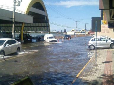 Também em frente ao ferry boat de Itajaí (Foto: João Paulo Meira)