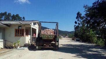Os caminhões com resíduos secos chegam na usina SC Recibras de cidades da região do Vale do Itajaí. Foto: Miriany Pimentel