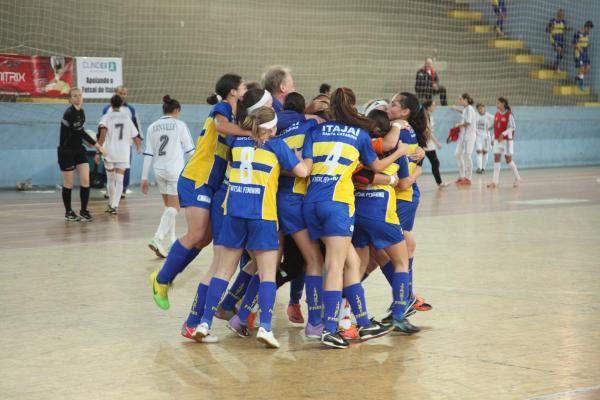 Seletiva busca novos talentos para equipe de futsal feminino_67688.jpg