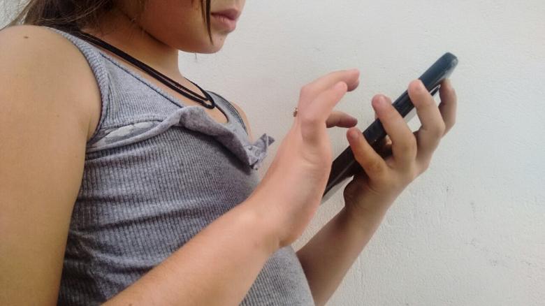 O uso excessivo de celulares faz com que vivências cotidianas sejam anuladas. E essa pode ser uma influência negativa.