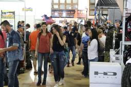Movimentação das pessoas nas barracas/Foto reprodução