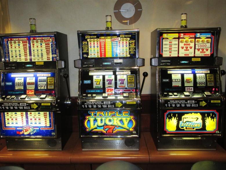 slot-machines-701707.jpg